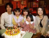 24歳誕生日ケーキに笑顔