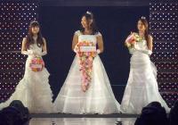 中川翔子らウエディングドレス姿で競演