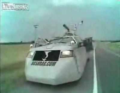 トルネード追跡用装甲車