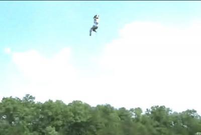 空高く打ち上げられて湖にダイブ