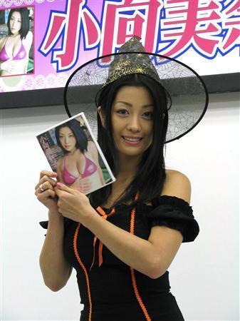 小向美奈子、所属事務所が契約を解除