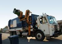 豪快!アメリカのゴミ収集車