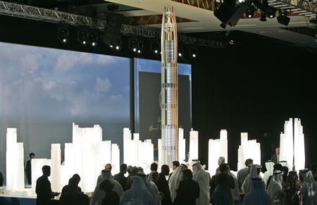 ドバイの千メートルタワー、1年建設延期
