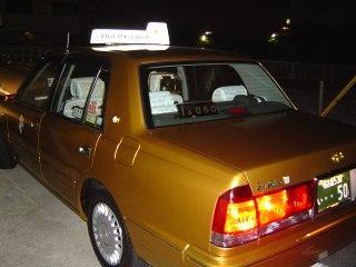 幸せを呼ぶ?金のタクシー