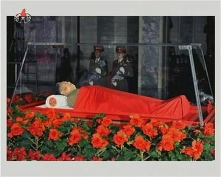 金正日総書記の遺体写真を公開